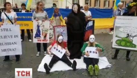"""В центре Рима устроили акцию """"Стоп Путин, стоп война!"""""""