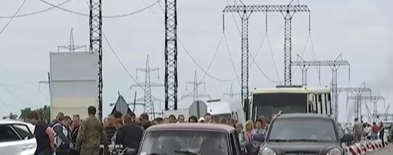 Диверсія в Станиці Луганській: ворог хитрощами підійшов до блокпосту та обстріляв його