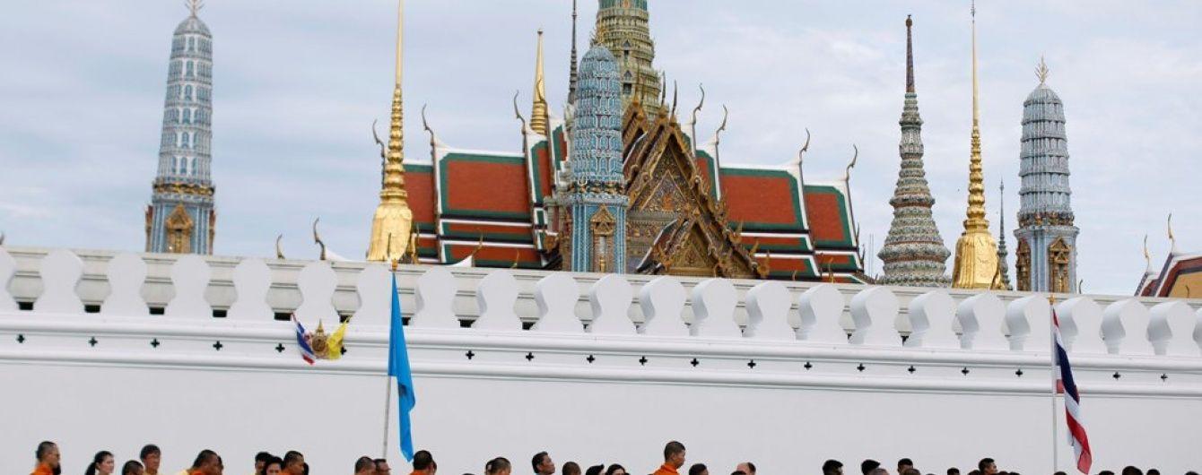 В Таиланде пассажирский теплоход врезался в бетонную опору моста, 13 человек погибли