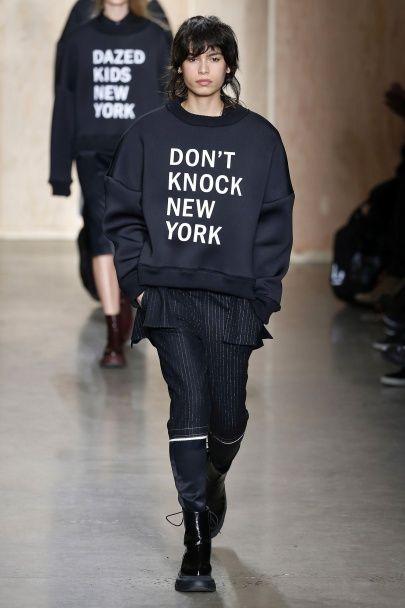 Короткие топы и широкие брюки в коллекции DKNY  сезона осень-зима 2016-2017