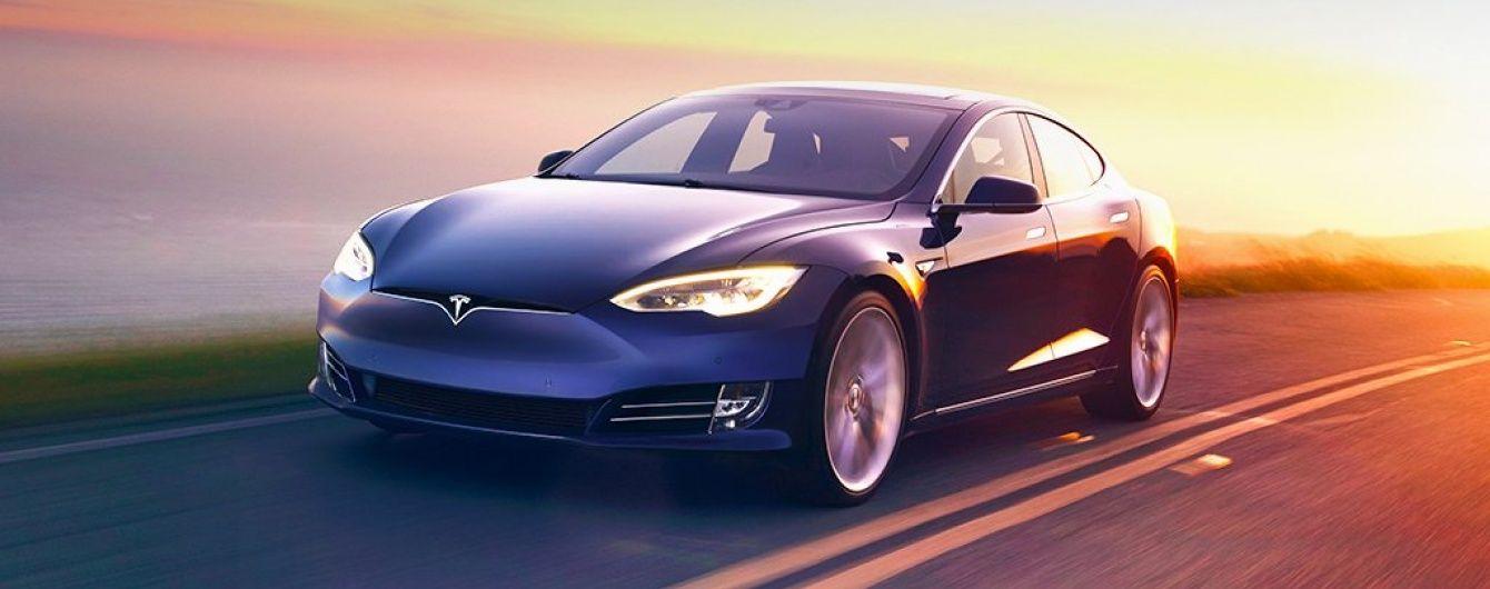 Після першої смерті водія Tesla представить секретний проект