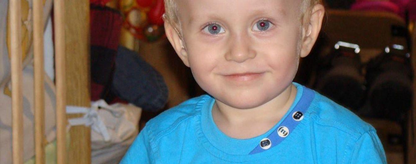 Родина 3-річного Володі просить врятувати сина від глухоти