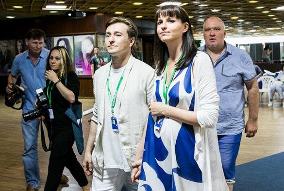 Сергій Безруков з вагітною дружиною_3