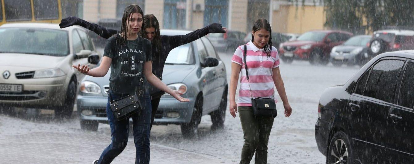 Потужна злива у Києві та скандальне засідання КС щодо люстрації. 5 головних новин дня