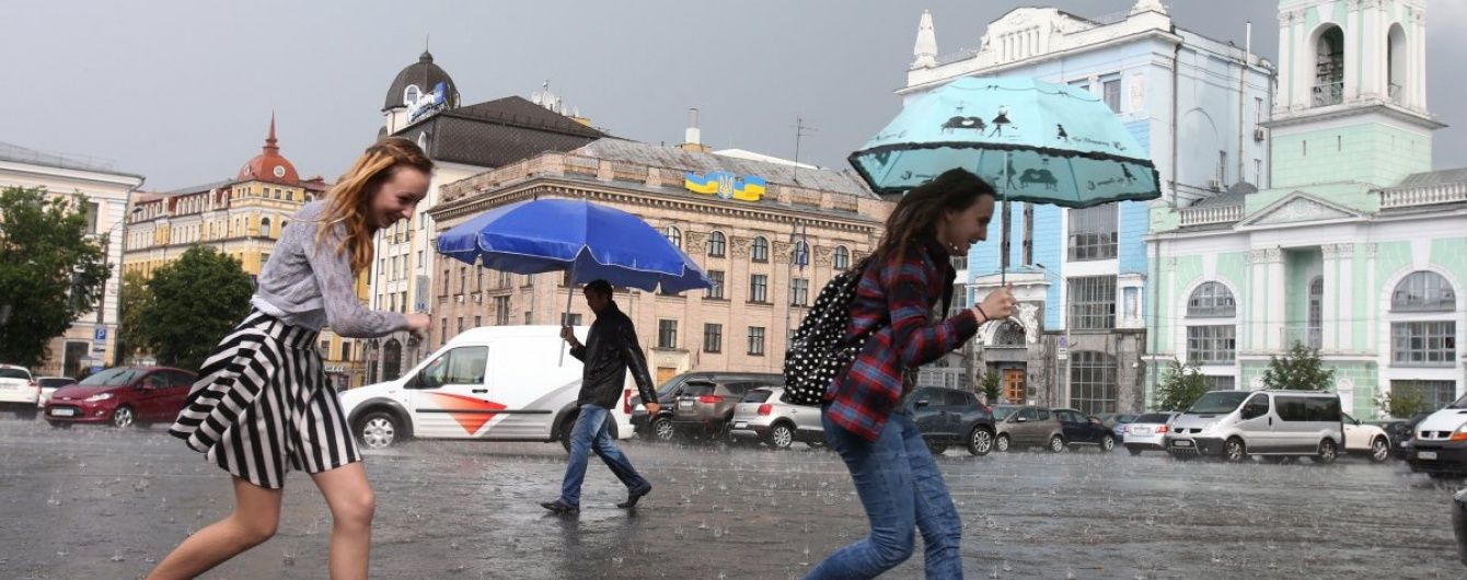 Синоптики обіцяють українцям дощі з грозами