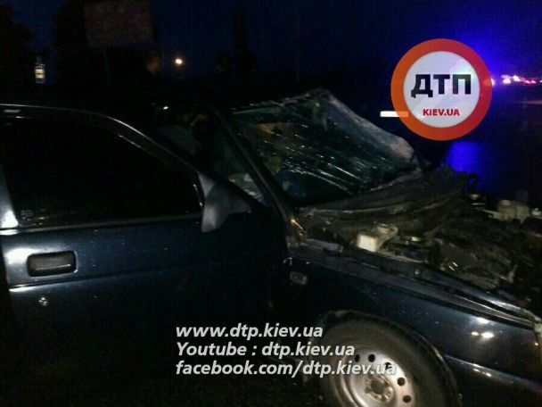 Під Києвом КамАЗ вилетів на зустрічну смугу і розбив п'ять машин, є загиблий