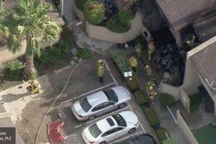 У Лос-Анджелесі літак завалився на житловий будинок