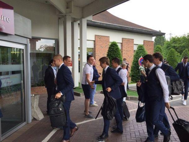 Збірна України прилетіла до Лілля на битву проти чемпіонів світу