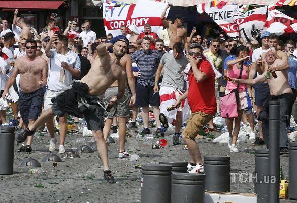 Кривава бійка перед матчем Англія - росія_3