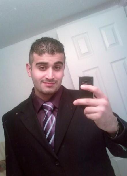 СМИ опубликовали фото стрелка, которого подозревают в совершении теракта в Орландо