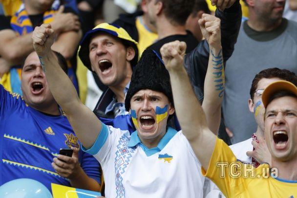 Пліч-о-пліч з німцями й в національних костюмах. Як українці підтримували збірну на стадіоні в Ліллі