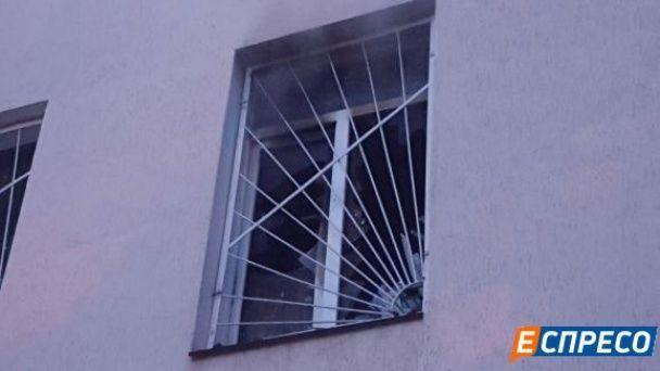 Рано-вранці в Києві загорілися два поверхи приміщення суду