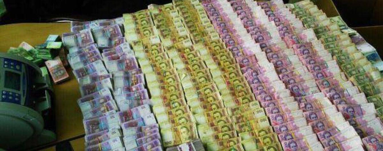 """В Івано-Франківську СБУ закрила конвертаційний центр, який відмивав гроші """"ДНР"""" і """"ЛНР"""""""