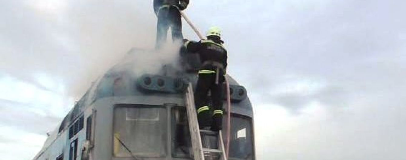 На дамбі поблизу Черкас спалахнув дизель-потяг із пасажирами
