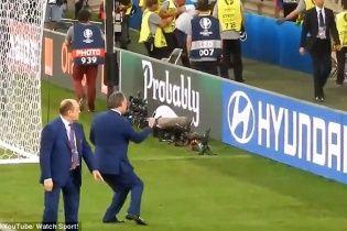 ЗМІ показали відео, як міністр спорту Росії підтримував фанатів під час сутичок з англійцями