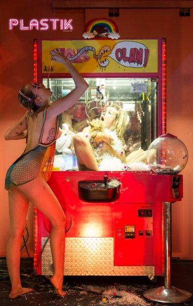 Знову за старе: оголена Майлі Сайрус знялася у шокувально-відвертій фотосесії