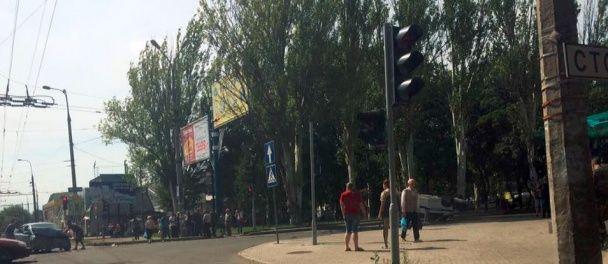 """Потужна ДТП в окупованому Донецьку: від удару авто """"поліції"""" перекинулося на дах"""