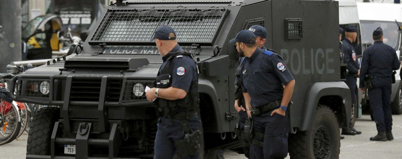 """У Франції затримали водія з аеропорту з вибухівкою та символікою """"ІД"""""""