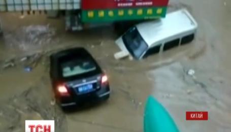 Китай накрили масштабні повені