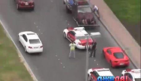 Полиция Дубая арестовала более 80 автомобилистов, которые устроили гонки посреди улицы