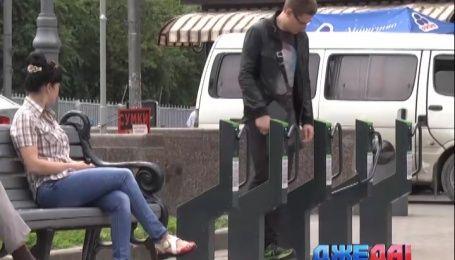"""Возле столичной станции метро """"Арсенальная"""" появились """"умные"""" парковки для велосипедов"""