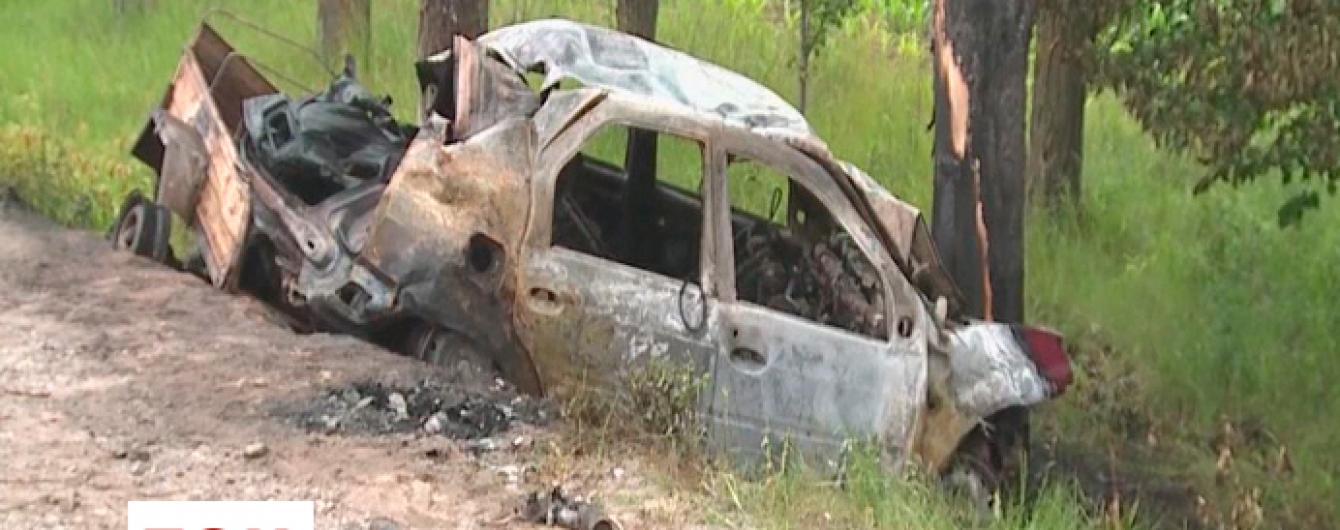 Четверо людей згоріли живцем у машині під час ДТП на Вінничині