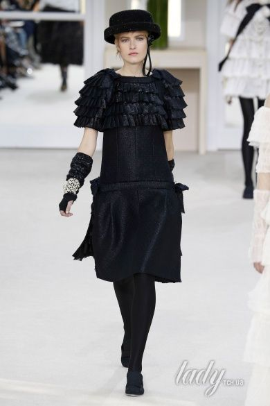 Коллекция Chanel прет-а-порте сезона осень-зима 2016-2017_85