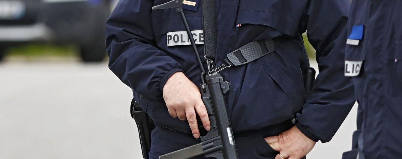 Во Франции полицейские обстреляли авто с мигрантами, наехавшее на них