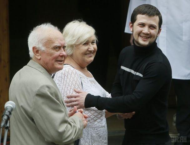 Найяскравіші фото дня: повернення додому Афанасьєва і Солошенка, врятування жертви Орландо