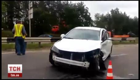 Авария двух легковушек вызвала масштабный затор между Вышгородом и Киевом