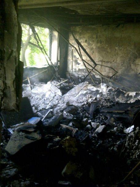 Бойовики безжально обстріляли житлову п'ятиповерхівку у Красногорівці