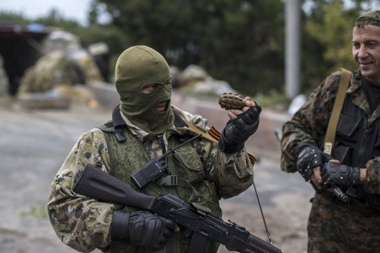 На Луганщині п'яні бойовики влаштували хаотичну стрілянину та підривали гранати - розвідка