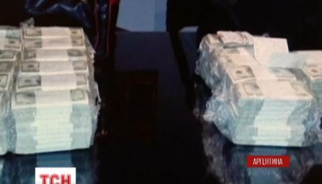 Колишнього міністра Аргентини спіймали на спробі сховати свої скарби у монастирі