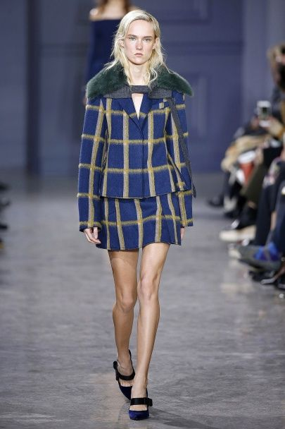 Кружевные платья, перья и меховые воротники в коллекции Jason Wu осень-зима 2016-2017