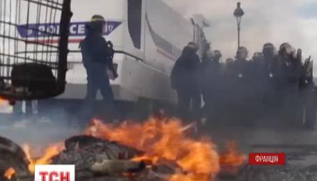 Президент Франції Франсуа Олланд пригрозив заборонити акції протесту