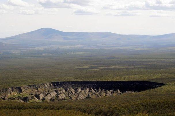 Ворота до пекла. У Росії знайшли велетенську прірву у понад 100 метрів глибиною