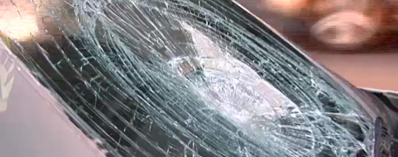 У Києві на пішохідному переході авто збило двох дітей