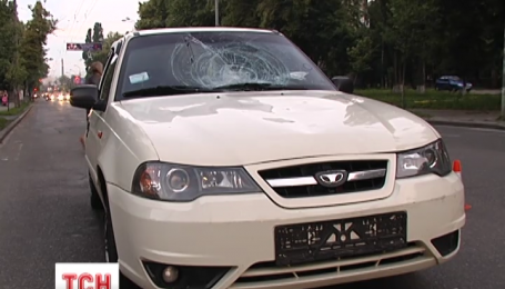 В столице на пешеходном переходе автомобиль сбил двух детей