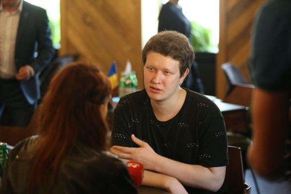 Режисер Наріман Алієв спілкується з журналістами