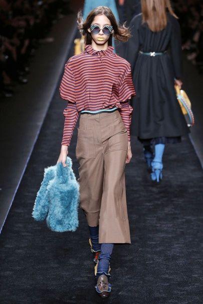 Цветной мех и обувь с рюшами в коллекции Fendi сезона осень-зима 2016-2017