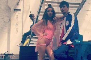 """Надя Дорофєєва з'явиться у рожевому корсеті та на """"пухнастих"""" підборах у новому кліпі"""
