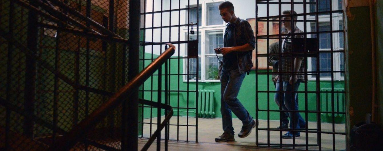 """ФСБ отправила в колонию россиянина за попытку примкнуть к украинскому батальону """"Азов"""""""