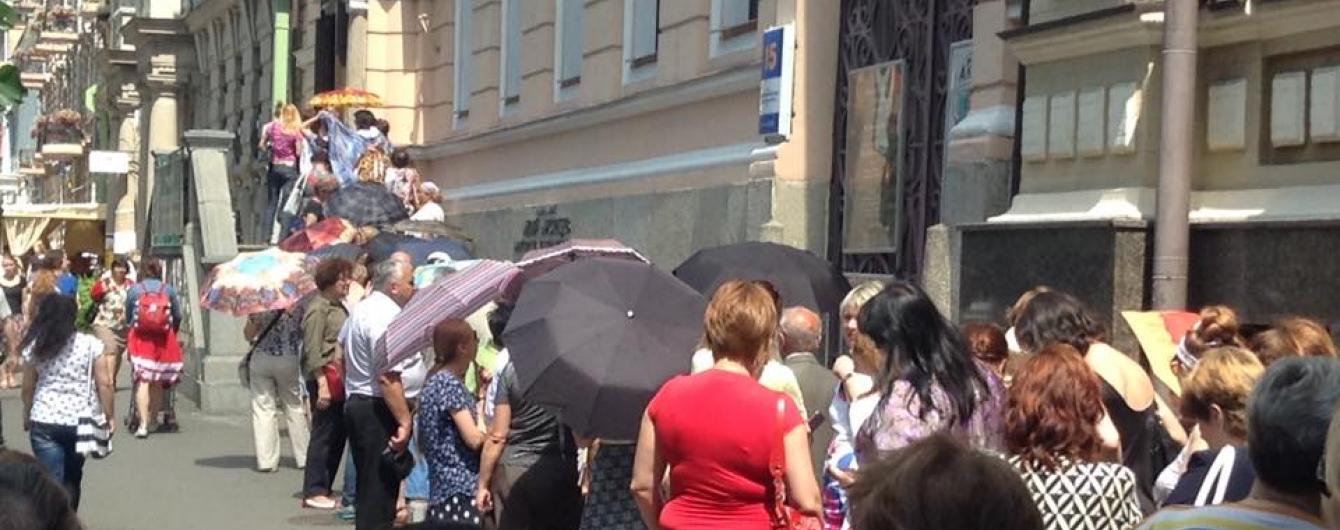До Музею Ханенків люди годинами стоять у черзі, щоб подивитися на італійські шедеври