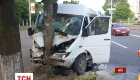 Госпитализировали 9 пассажиров маршрутки, которая ехала из Хмельницкой области в Киев