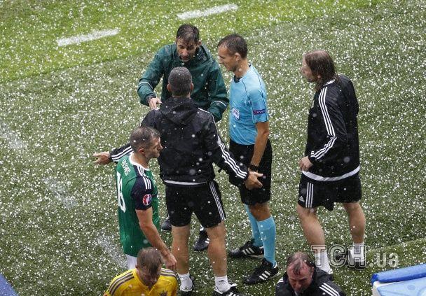 Примхи природи: як жахливий град перервав матч Україна - Північна Ірландія