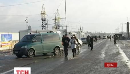 """Терористи відкрили вогонь по КП """"Мар'їнка"""", є поранені"""