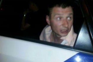 Під Львовом п'яний поліцейський погрожував таксисту пістолетом і відмовлявся сплачувати за проїзд