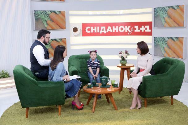 """Алла Мазур вместе с сыном приютили котенка в эфире """"Сніданку з 1+1"""""""