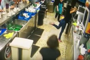 За неймовірний футбольний фінт, іспанську офіціантку прозвали другим Мессі