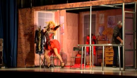 """Горянський і Хостікоєв дивують комічними перевтіленнями у виставі """"Він - моя сестра"""""""